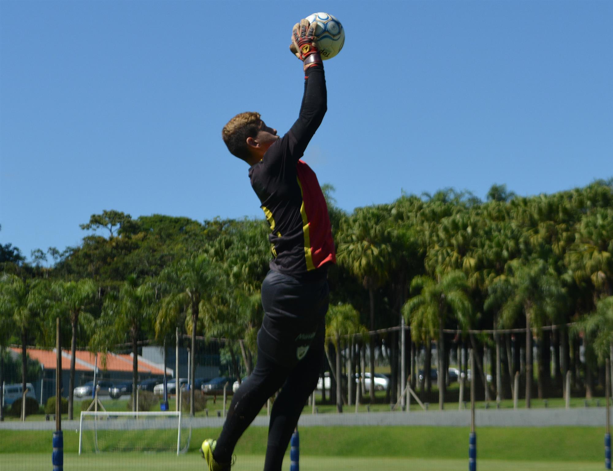 Goleiro Eduardo acredita nas oportunidades no sub-17