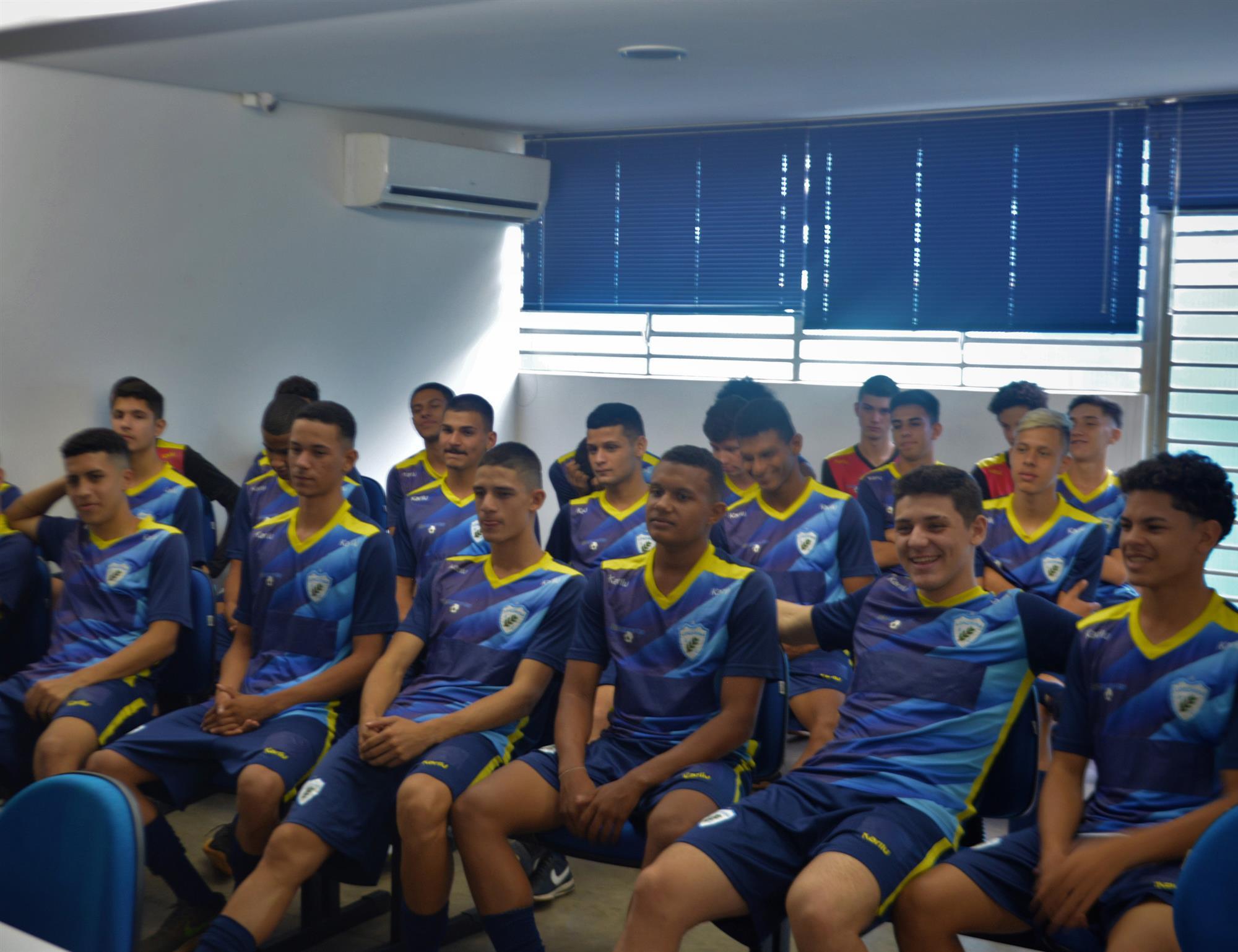 Elenco sub-17 se reapresentou para a temporada 2020