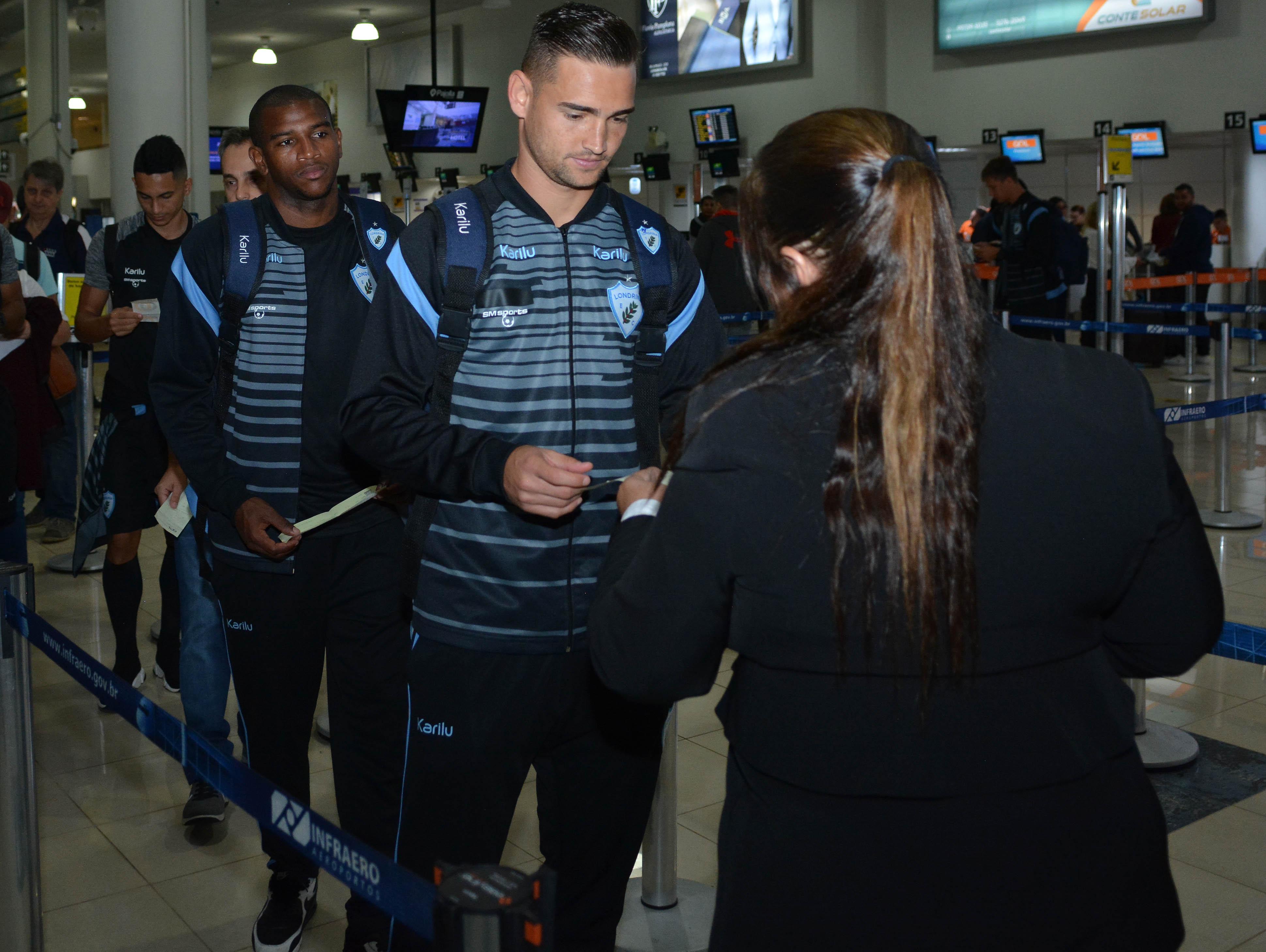 Tubarão viajou com 20 atletas para o Recife